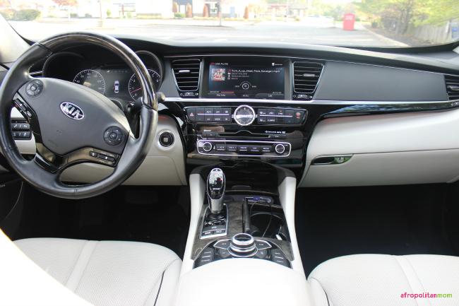 Kia K900 Luxury Sedan Review