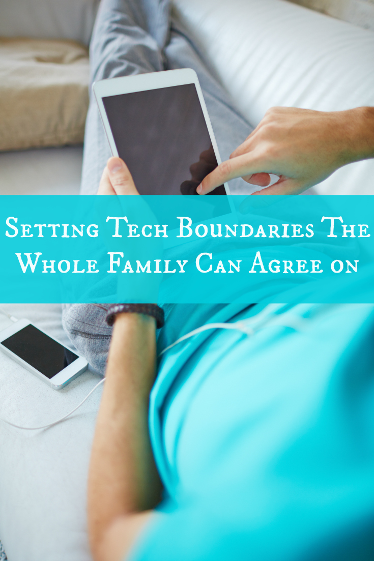 Are you looking for ways to simplify and enjoy life by setting technology boundaries for the whole family? Check out these friendly tips