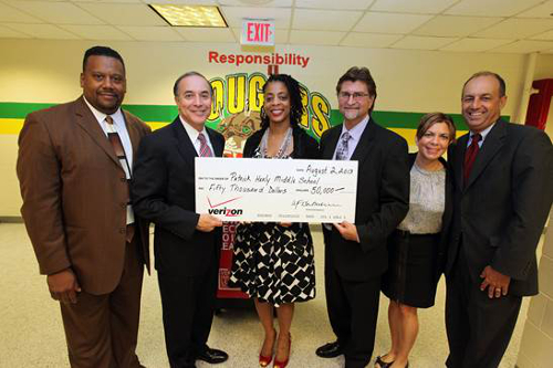 verizon-present-check-to-HealyMiddle School