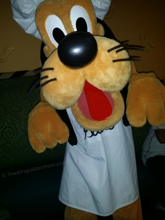 Meeting Pluto at Character Dinning - Goofy's Kitchen - Disneyland