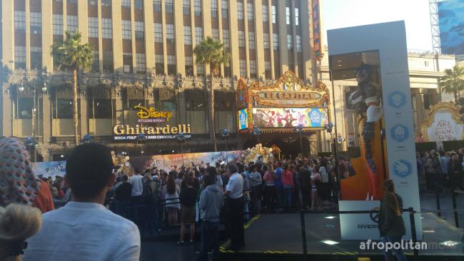 crowd at the Disney Alice premiere