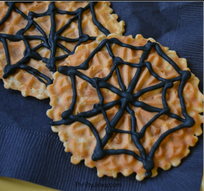easy-halloween-spiderweb-cookies