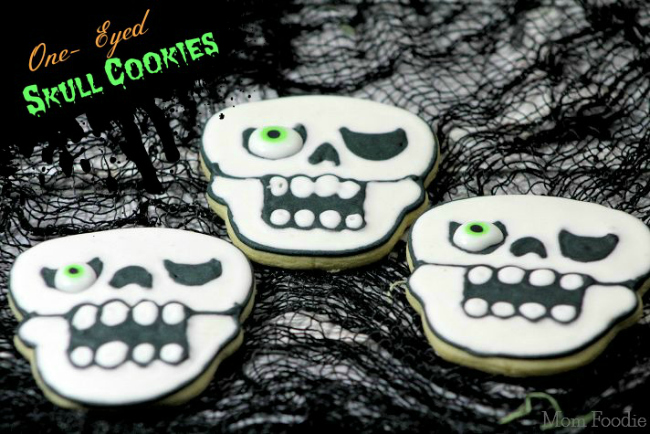 one-eye-skull-cookies
