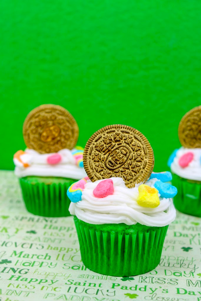 St. Patrick's Day Cupcake - Get the party started with these easy Lucky Charms Cupcakes, a nice and fun St. Patrick's Day treats sure to liven up your party.